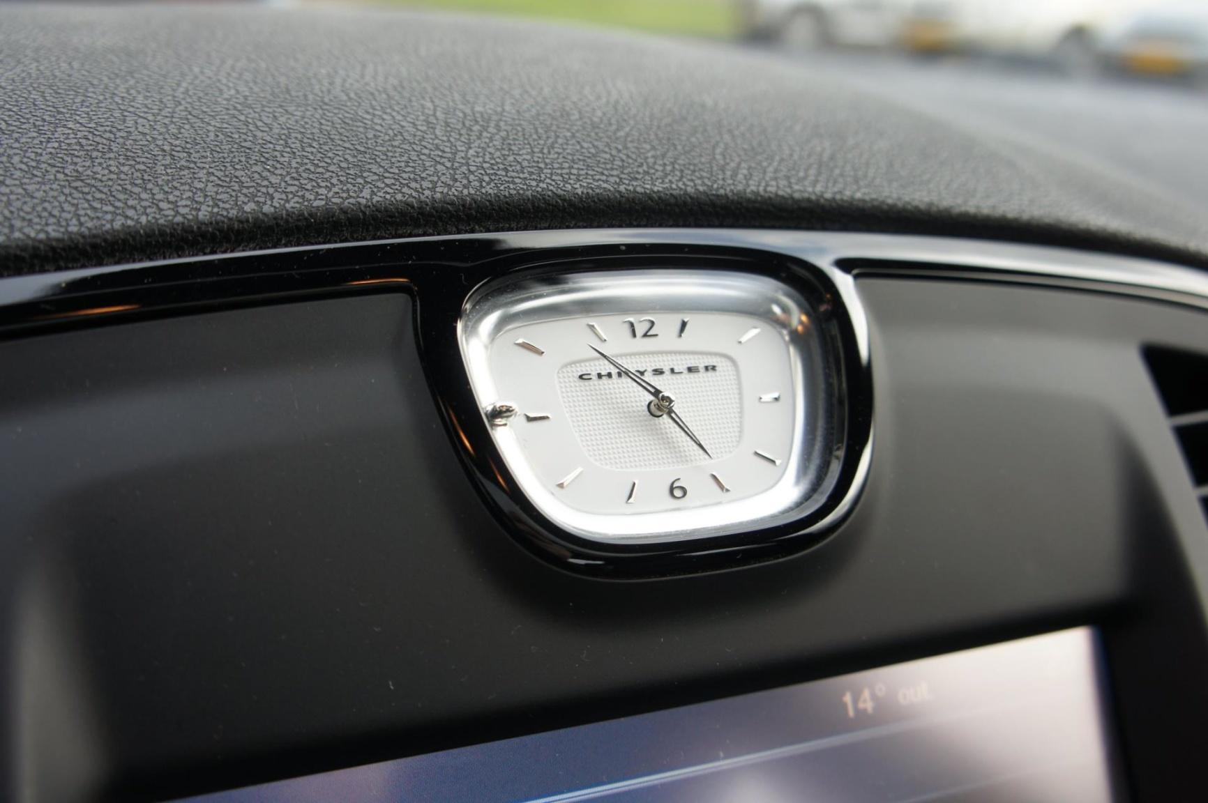 Chrysler-300S AWD-11